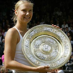 maria sharapova with wimbledon trophy